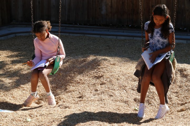 ES girls read on swings