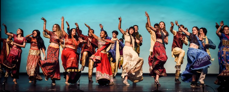HS Bollywood on stage 02