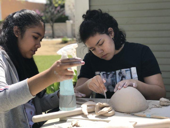 HS Girls make ceramics