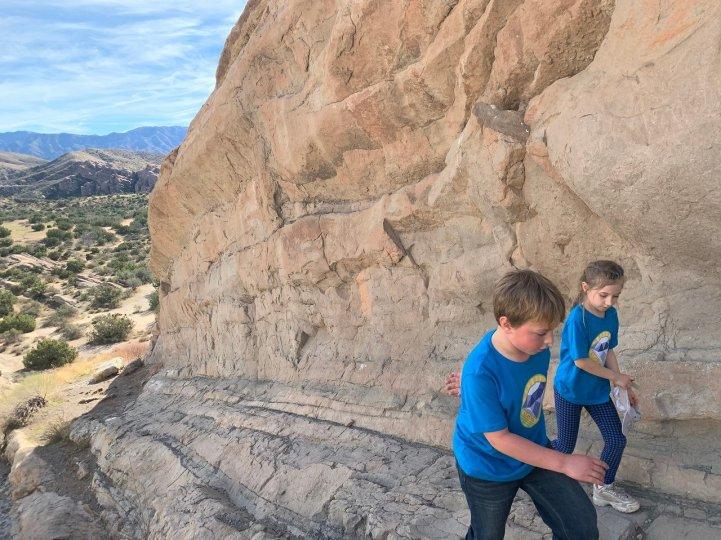 ES students walk up big rock field trip