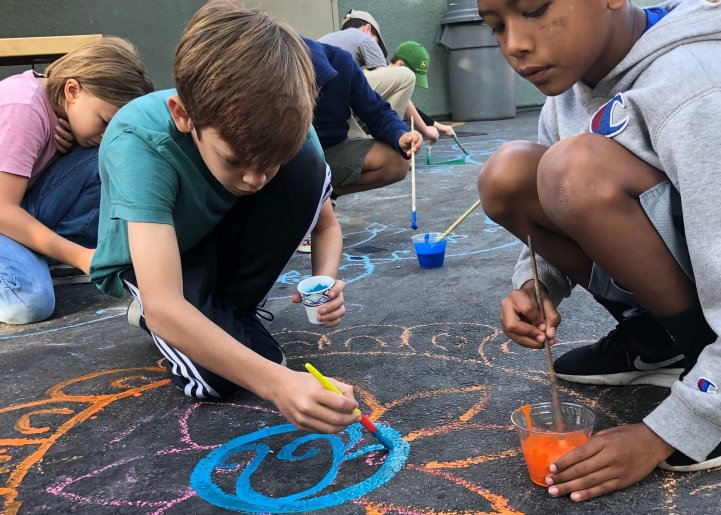 ES students paint on blacktop