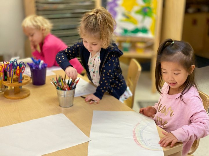 Preschool students write and draw 02