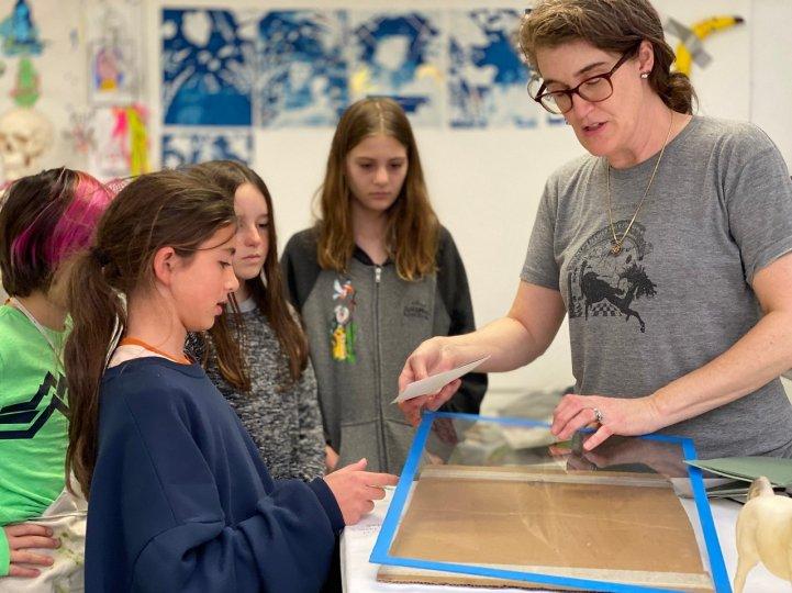 ES Alyssa with students in art room