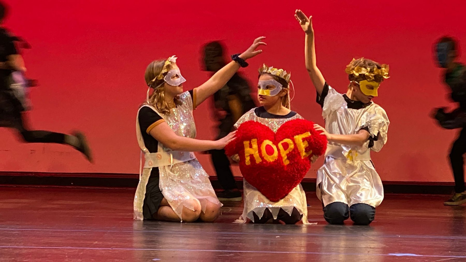 ES holiday show performance hope