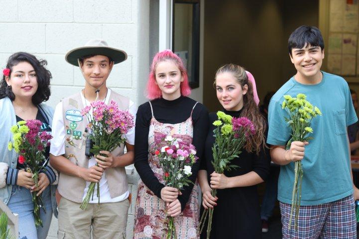 Admissions School Tours 01 HS bouquets