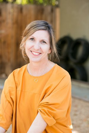 Bio Photo Jennifer Dakan