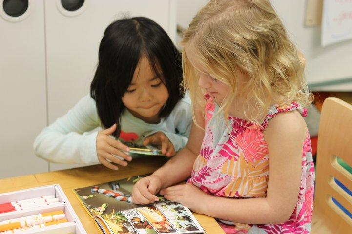 ES Girls look at comic book